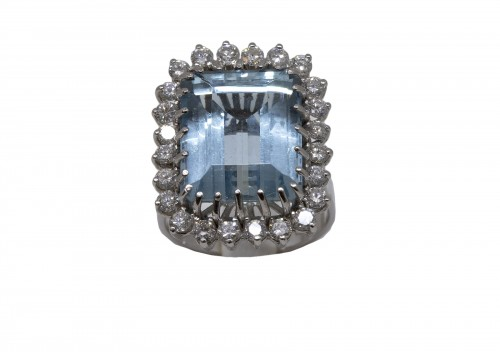 White gold ring Aquamarine and diamonds