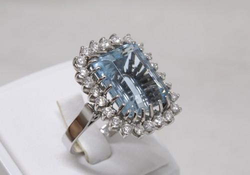 Antique Jewellery  - White gold ring Aquamarine and diamonds