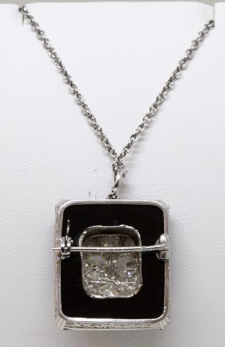 Onyx art-deco pendant set with 8 TA diamonds -