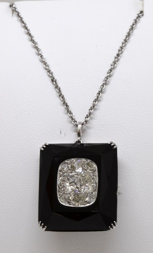 20th century - Onyx art-deco pendant set with 8 TA diamonds