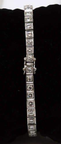 "Platinum watch brand "" Roy Watch"" set with TA diamonds -"