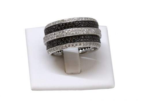 White gold ring set with small white and black diamonds