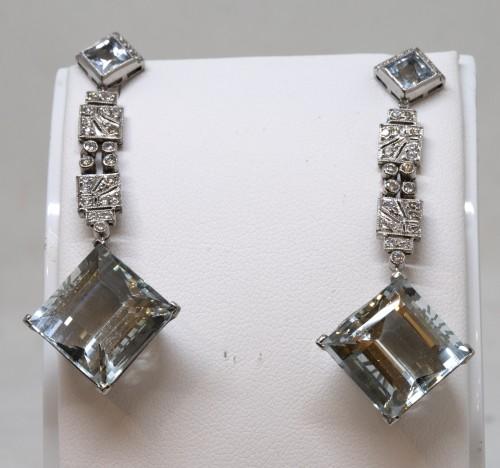 Pair of platinum art-deco ear pendants set with small diamonds aquamaries -