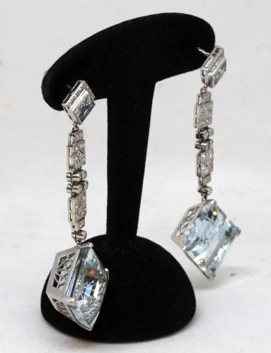 20th century - Pair of platinum art-deco ear pendants set with small diamonds aquamaries