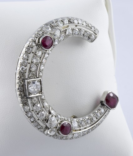 Antique Jewellery  - Half moon brooch in Platinum, diamonds and rubies