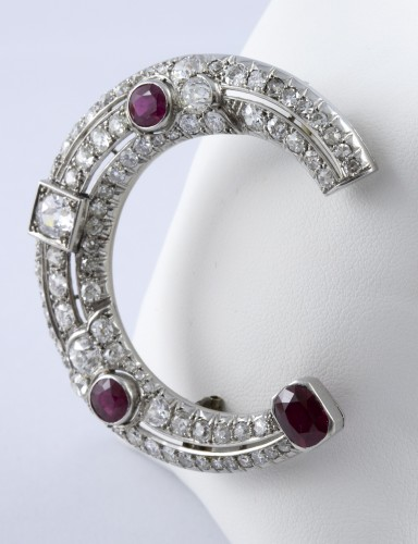 Half moon brooch in Platinum, diamonds and rubies -