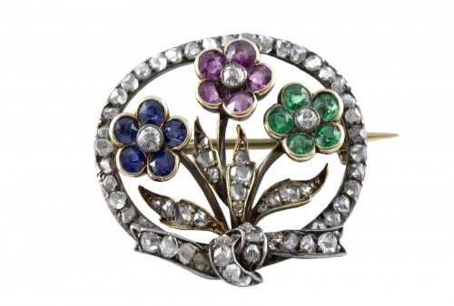 18K Gold Brooch set with three flowers and diamonds