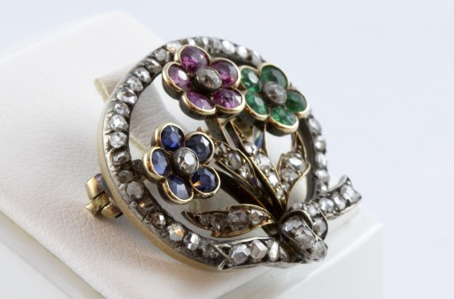 18K Gold Brooch set with three flowers and diamonds - Antique Jewellery Style Art nouveau