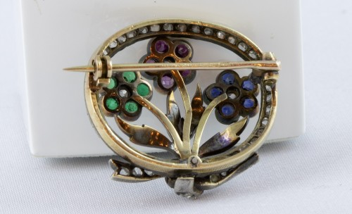 18K Gold Brooch set with three flowers and diamonds -