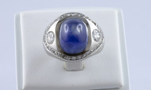 20th century - Platinum ring set with a sapphire cabochon