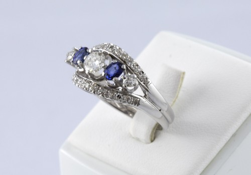 Antique Jewellery  - Ring in 18K Gold, diamonds and sapphire