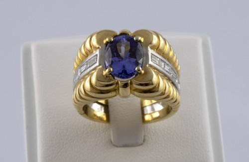 20th century - 18K Gold, Platinum, Tanzanite and Diamond Ring