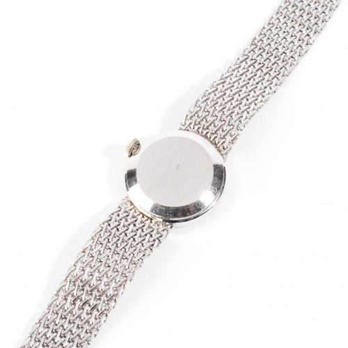 Gold watch set with small diamonds -
