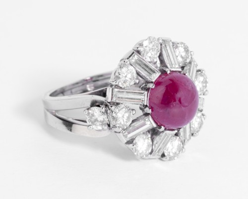 Platinum ring set in its center with a cabochon ruby and diamonds - Antique Jewellery Style