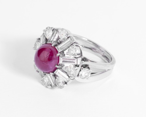 Antique Jewellery  - Platinum ring set in its center with a cabochon ruby and diamonds