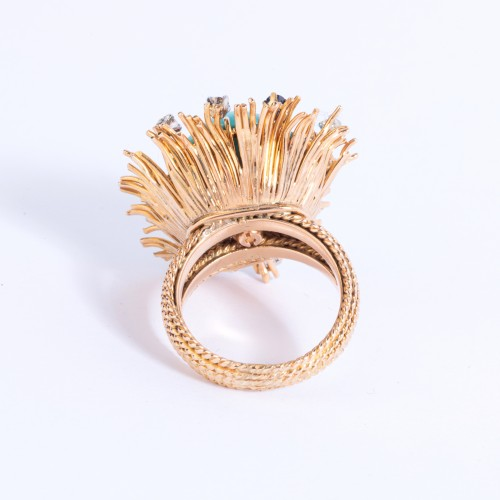 Antique Jewellery  - Gold ring set in its center with turquoise and small diamonds and sapph