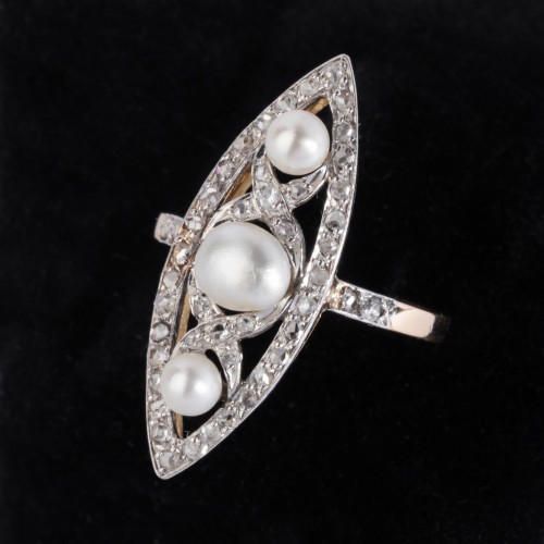 Marquise ring in gold and platinum set with fine pearls and small diamonds - Antique Jewellery Style Art nouveau