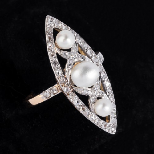 Antique Jewellery  - Marquise ring in gold and platinum set with fine pearls and small diamonds