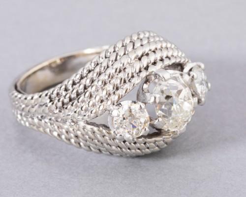 Antique Jewellery  - Platinum ring set with TA diamonds