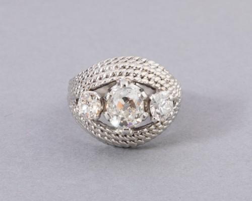20th century - Platinum ring set with TA diamonds