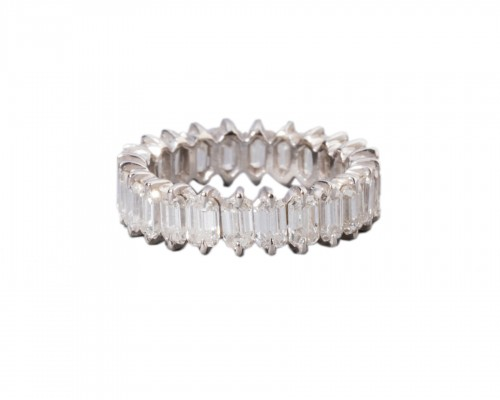 Gold wedding ring set with diamonds