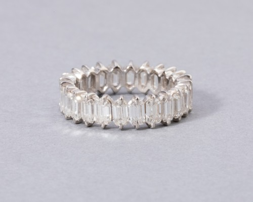 Gold wedding ring set with diamonds -