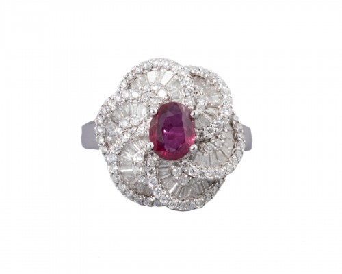 White gold ring set with diamonds, small baguette and ruby ??diamonds