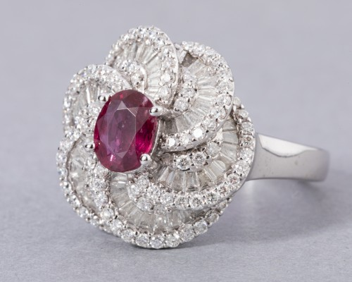 White gold ring set with diamonds, small baguette and ruby ??diamonds - Antique Jewellery Style
