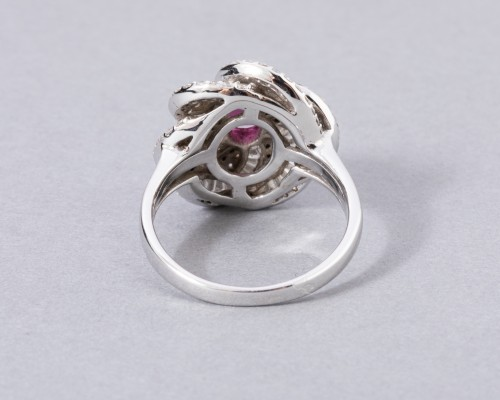 Antique Jewellery  - White gold ring set with diamonds, small baguette and ruby ??diamonds