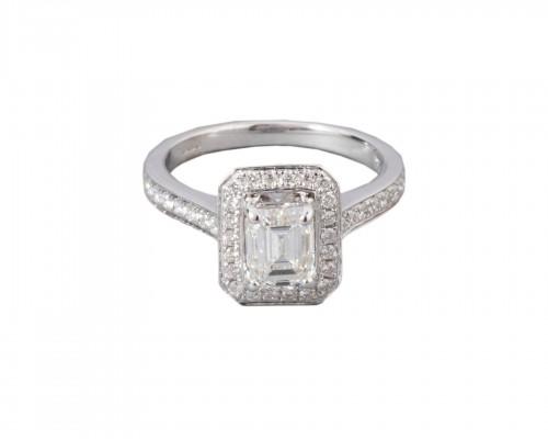 18k white gold ring set with a diamond