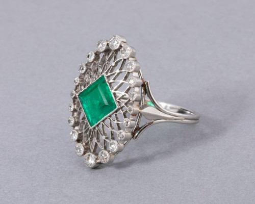 Platinum ring set in its center with a Colombian emerald and diamonds - Antique Jewellery Style Art nouveau