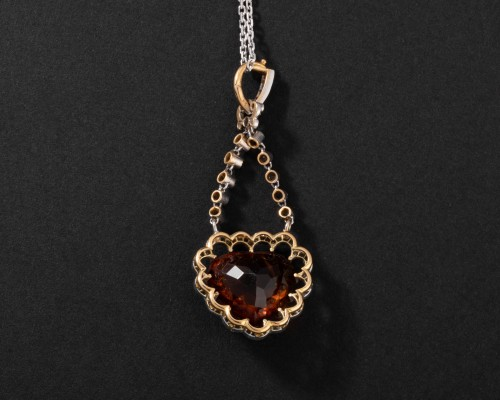 Antique Jewellery  - Gold pendant set with a citrine surrounded by small diamonds
