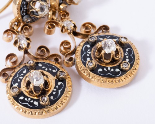Antique Jewellery  - Enamelled 18k gold earrings, set with small diamonds