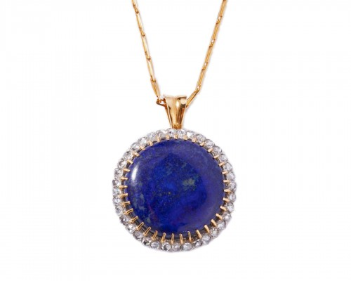 18k gold pendant set in its center with a lapis lazuli and surrounded by sm