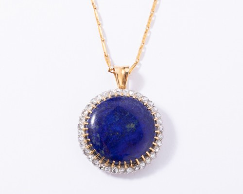 18k gold pendant set in its center with a lapis lazuli and surrounded by sm -