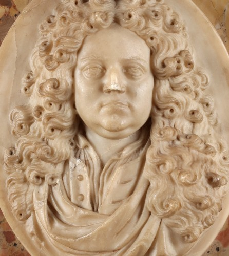 Sculpture  - Alabaster portrait of a French nobleman (18th century)