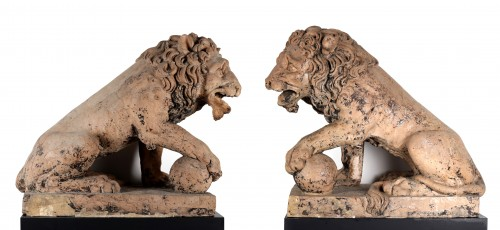 Pair of lions in terracotta