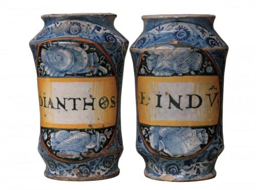Pair of albarelli from Deruta or Castel-Durante