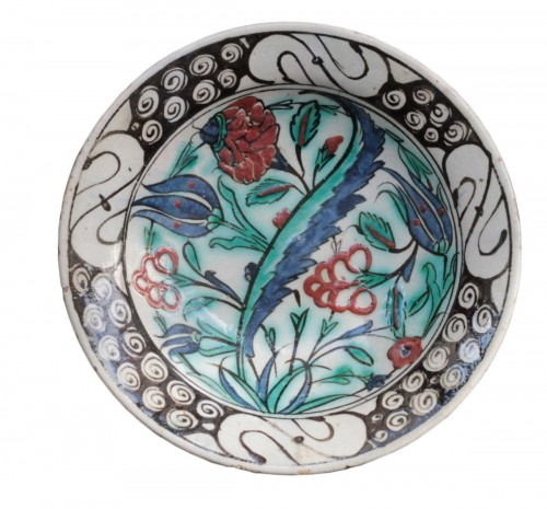Early 17th century Iznik plate