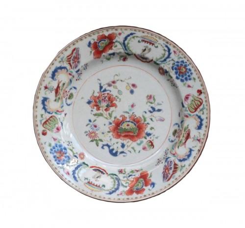 """Chinese porcelain plate """"Pompadour"""", Qianlong period"""