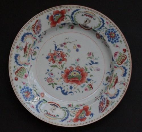 """Chinese porcelain plate """"Pompadour"""", Qianlong period - Porcelain & Faience Style"""