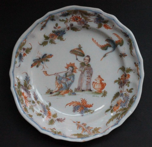 18th century Faience plate from Lyon - Porcelain & Faience Style