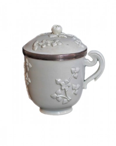 Pot couvert en porcelaine de Chantilly