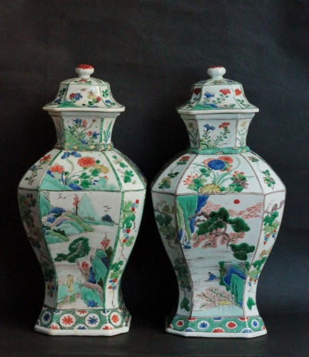 A pair of Famille Verte jars in China porcelain, kangxi Period (1662-1722). - Porcelain & Faience Style Louis XIV
