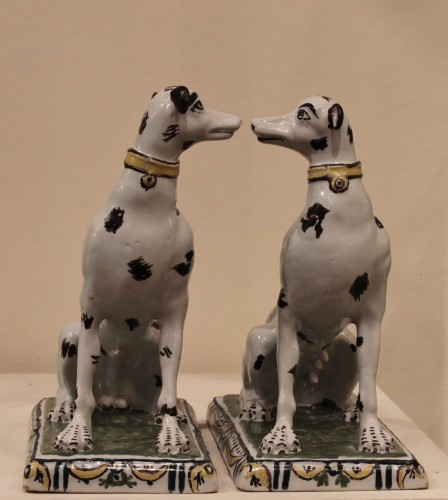 Pair of dogs in Brussels faience - Porcelain & Faience Style Louis XV