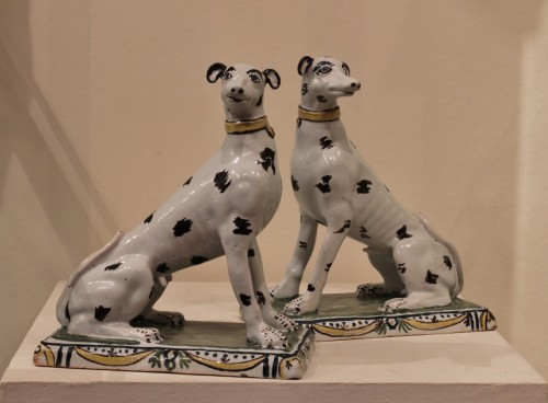 Porcelain & Faience  - Pair of dogs in Brussels faience