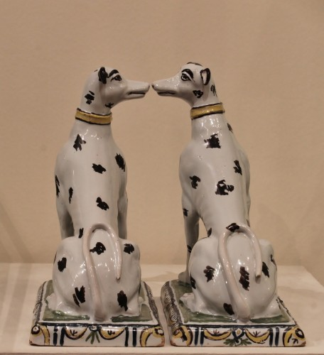 Pair of dogs in Brussels faience - Louis XV