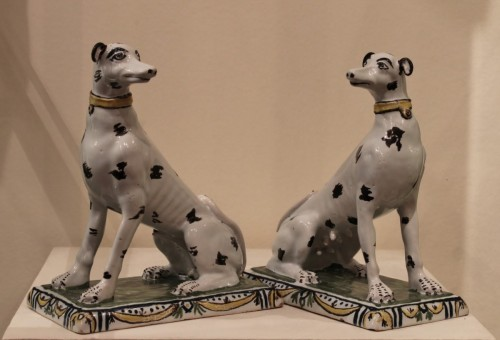 Louis XV - Pair of dogs in Brussels faience