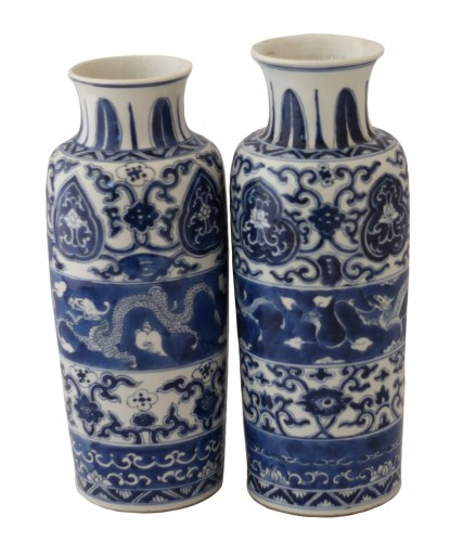 Two vases forming pair in Chinese porcelain, Kangxi Period (1662-1722).