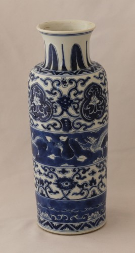 Two vases forming pair in Chinese porcelain, Kangxi Period (1662-1722). -